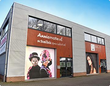 Ons bedrijfspand waar wij dagelijks met veel plezier werken samen met onze andere bedrijven Schminkspecialist.nl en Make-upspecialist.nl.